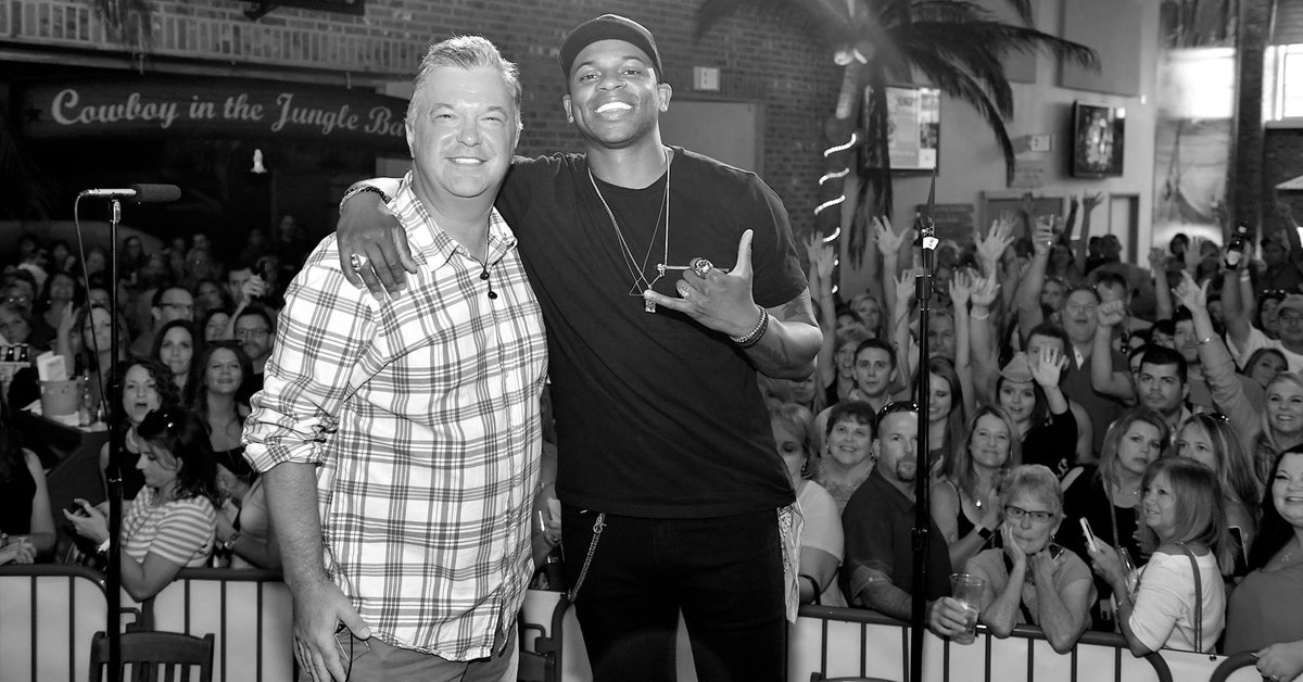 Tune in to On the Horizon with @buzzbrainard every weekend!! Music from @JimmieAllen, @NoahSchnacky , @MacKenziePMusic, and so many more incredible artist! We want to know where you are listening from?! #OTHWithBuzzBrainard 🎸🎙