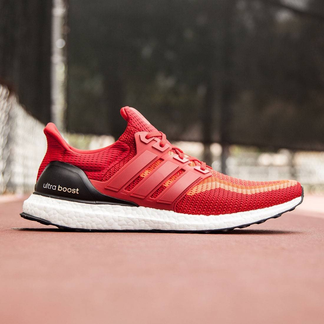 UNDER RETAIL adidas Ultra Boost 2.0 Red