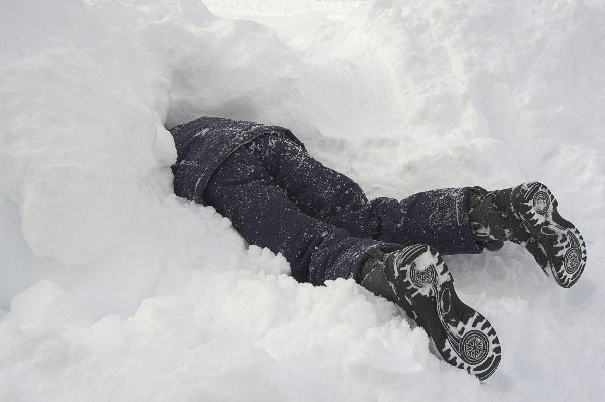 потратите человек лежащий на снегу картинки простейший тип цифрового