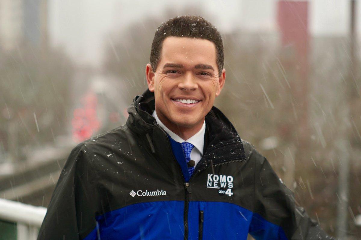 It's snowin' friends! Hope you're having a great day! Stay safe! #wawx #sonorthwest #KOMONews