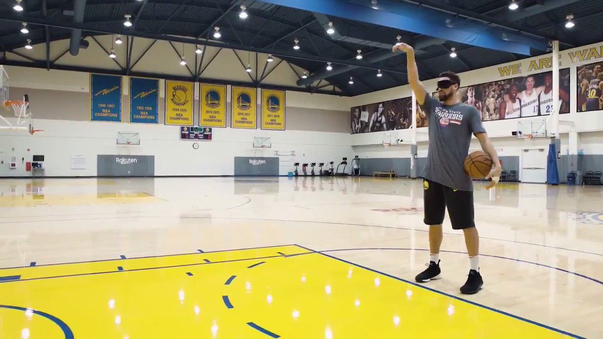 It's @KlayThompson vs. a Dubs fan in a @realtordotcom game of HOME. Who you got?  Find out who wins ⤵️