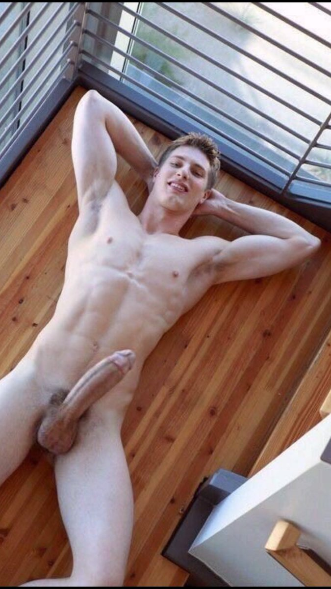 Guy With Hot Body Jerking It