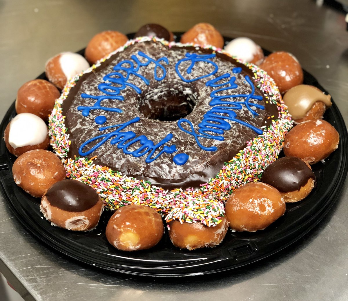 Randys Donuts On Twitter Our GIANT Birthday Cake Donut Is Perfect