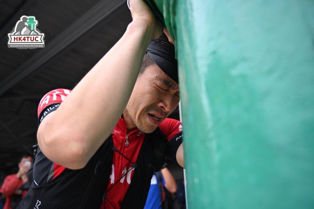 Knattapisit Krutkrongchai ณัฐพิสิษฐ์ ครุฑครองชัย 🇹🇭 is our final Survivor of the 2019 #HK4TUC in a time of 73:28 hours 👏 🍾 ❣ 📷 Foto Mo . . . #ultrarunning #ultramarathon #hongkong #trailrunning #maclehose #wilson #hongkongtrail #lantau #breaking60 #muiwo #muiwoferrypier
