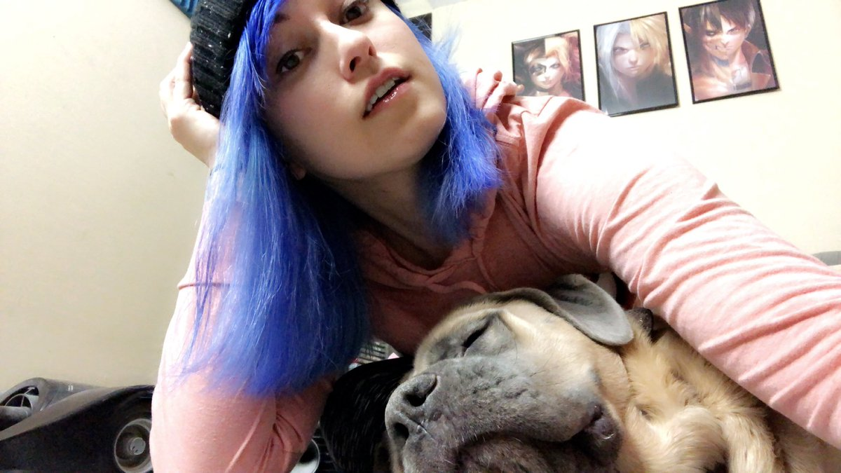 It's tough to model products so now Juno is pooped and it's time to play more waifu MH 😍🥳 http://www.twitch.tv/icyrayne