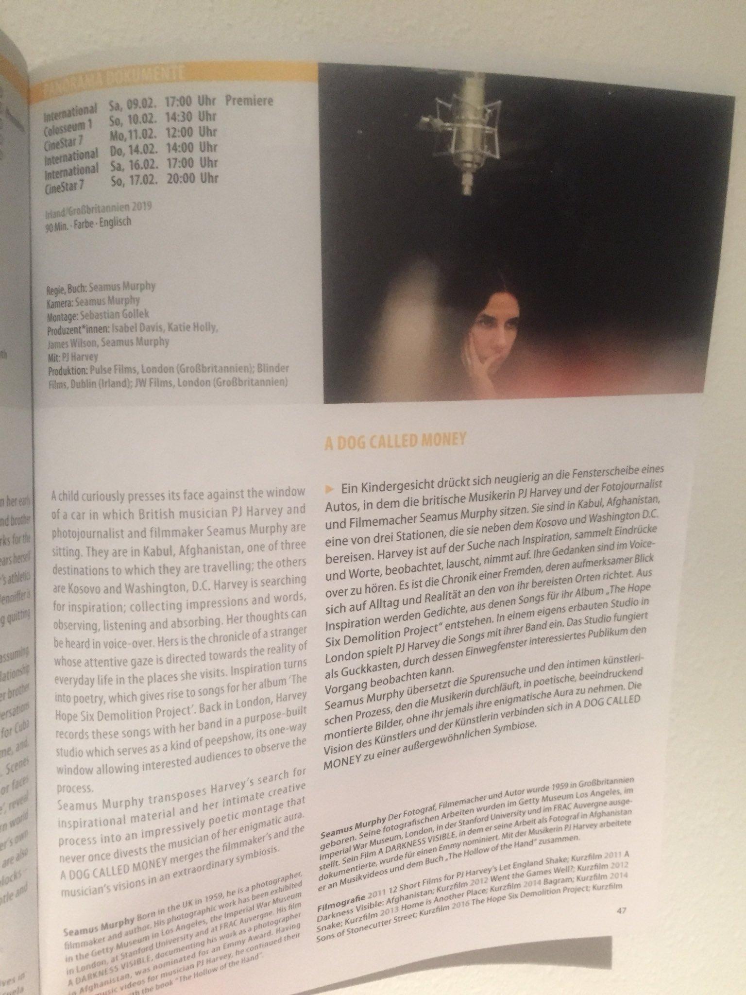 Schwarzes großes Xxx-Video Buch und Film international