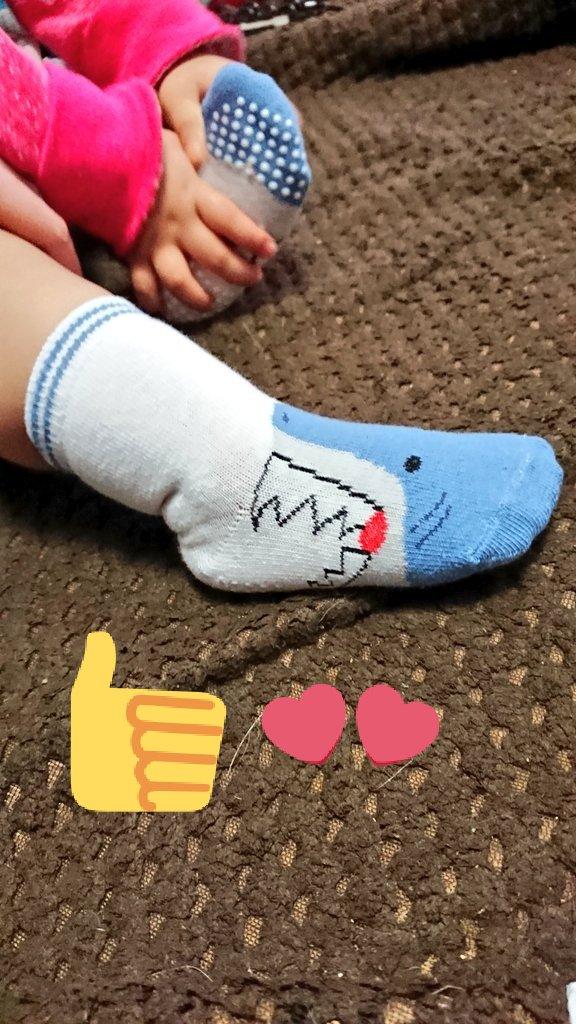 test ツイッターメディア - キャンドゥでお子ちゃま用の靴下売ってたから買ってみた★ 滑り止め付きだから嬉しい(*´ω`*)  けど履いたら思ってたんと違う笑  これはこれで可愛いからいいけども笑  #キャンドゥ #靴下 #思ってたんと違う #でも可愛い https://t.co/MgryM80XrB