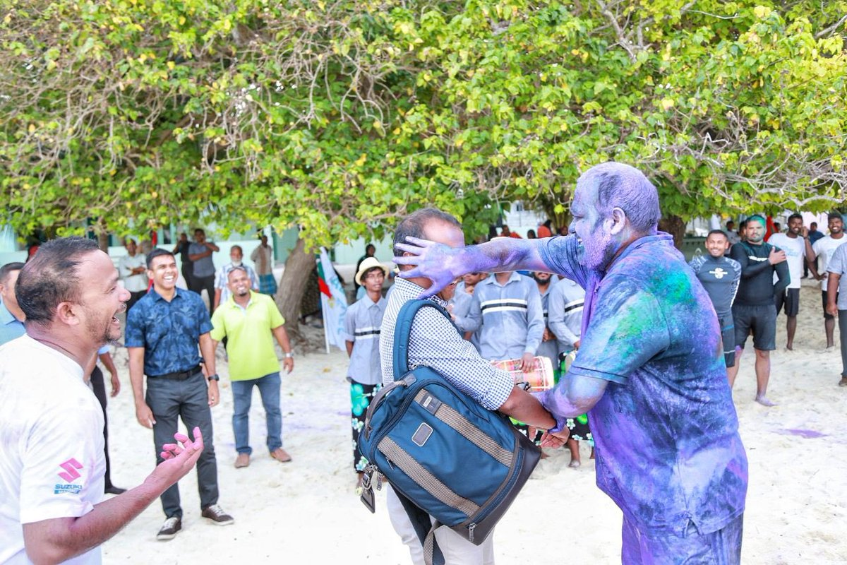 On a leg to visit all islands in Baa Atoll where police has a presence. Had a chance to witness the closing event of #baabarcrawl on the island of Baa Kendhoo. Kudos to all swimmers and organisers. Got coloured by Hon. Tourism Minister @ali20waheed. 😀@AleeVoice
