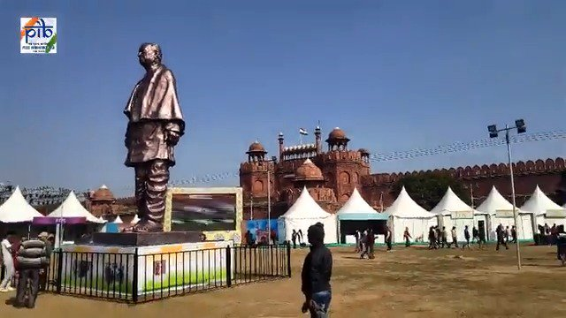 #BharatParv - a 6 day cultural extravaganza, showcasing the diverse culture, cuisines and handicrafts of the nation.  We give you a glimpse of how the colors of #India have coalesced at #RedFort, New Delhi