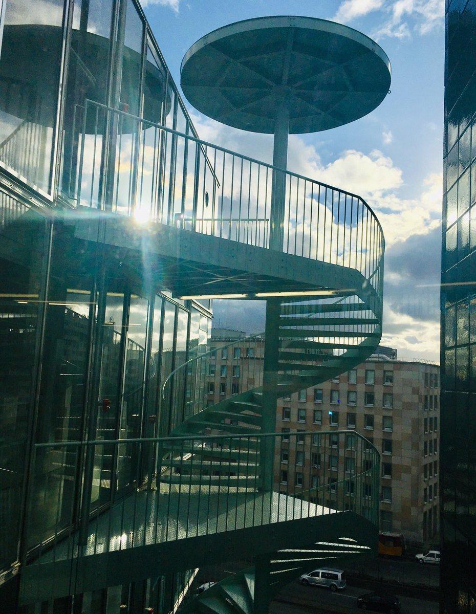 """Escalier Dans La Maison marie-douce albert on twitter: """"l'ombrelle sur l'escalier à"""
