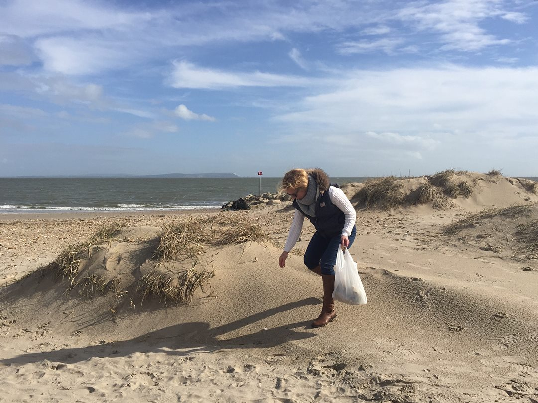 Have you done your bit to help keep our coastline award-winning? It's take just 2 minutes during your wander across our  a beautiful coastline! #2minutebeachclean  #LeaveOnlyFootprints  #LoveXChurch  : IG/  http:// kathryns.pics      #Christchurch #Dorset #SaveOurOceans<br>http://pic.twitter.com/KCV2YoSCKg
