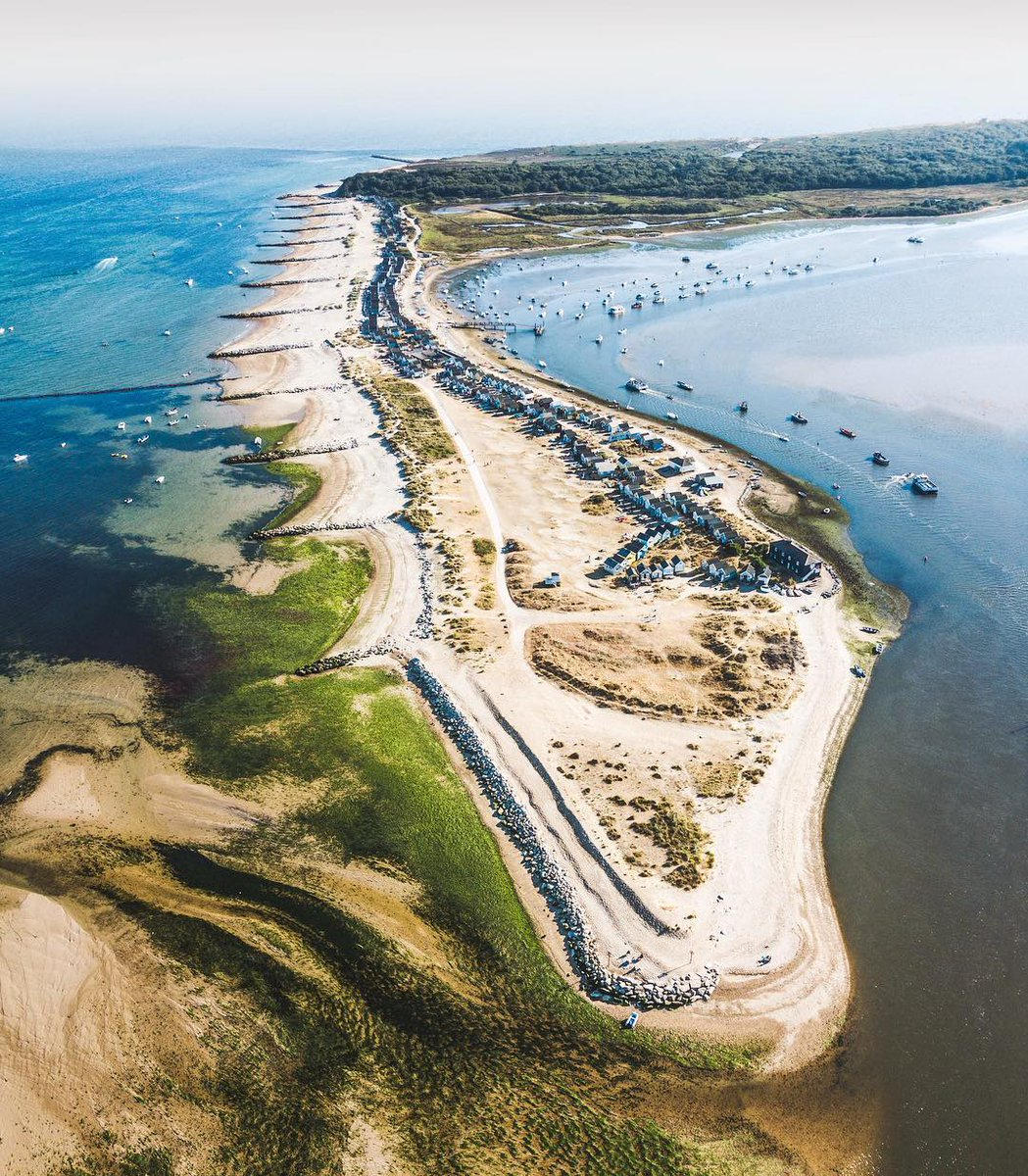 A truly unique location, #MudefordSpit joins with the ancient headland and SSSI nature reserve of #HengistburyHead and is at the opening to #Christchurch 's spectacular natural harbour! #LoveXChurch   : IG/ enjoythelight  #Dorset #VisitEngland  #ChristchurchHarbour #Mudeford <br>http://pic.twitter.com/D2x0dJb9r5