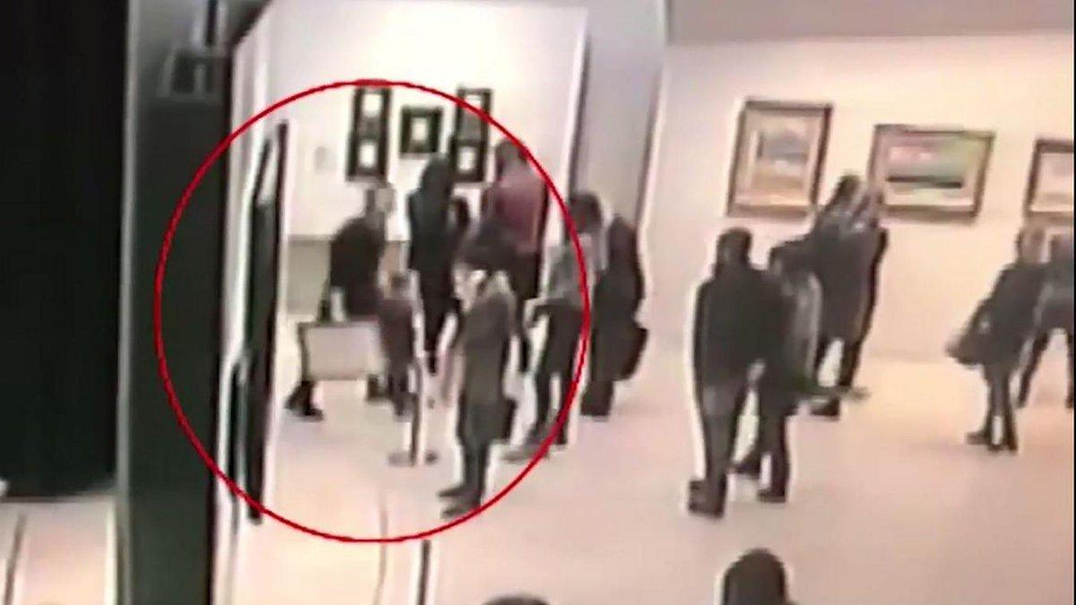 #Moscou Il décroche un tableau dans un grand musée et s'en va avec https://t.co/ZaR3jPW5Pu