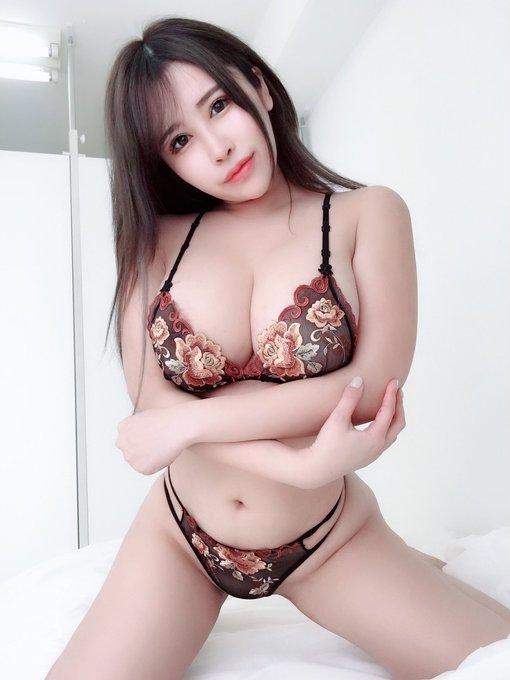 AV女優葉月美音のTwitter自撮りエロ画像8