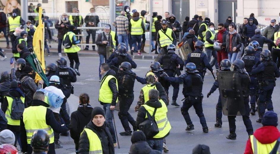#Marseille : 4 mois ferme pour le #giletjaune qui avait jeté un pot de rillettes sur les forces de l'ordre https://t.co/azNOLrcccj  #Faitsdivers