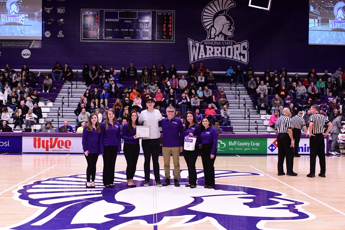 🎉Winona State Baskeball teams weren't the only ones winning last Friday....Logan Wescott was selected to be College of Business Student of the Game by our Dean's Advisory Board! Thank you Logan for your outstanding involvement in @WinonaStateCOB #createyourmore