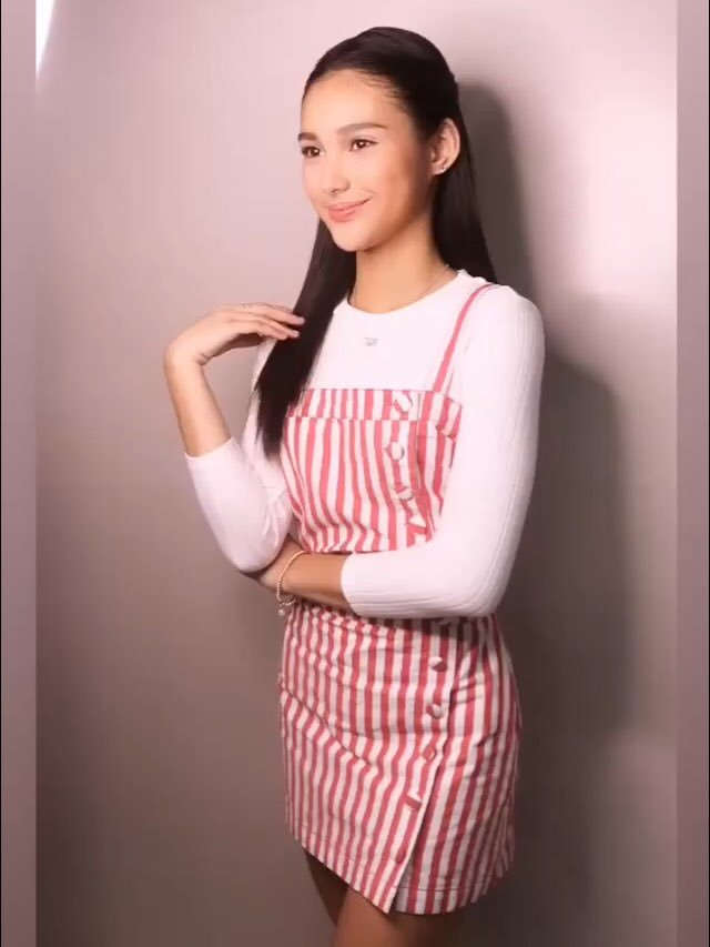 RT @adoredbykarinaa: look at this girl omg. how can someone actually slay my life this hard? geeezzzz @msKarinaB 😭😍 https://t.co/4Bu63JilfO