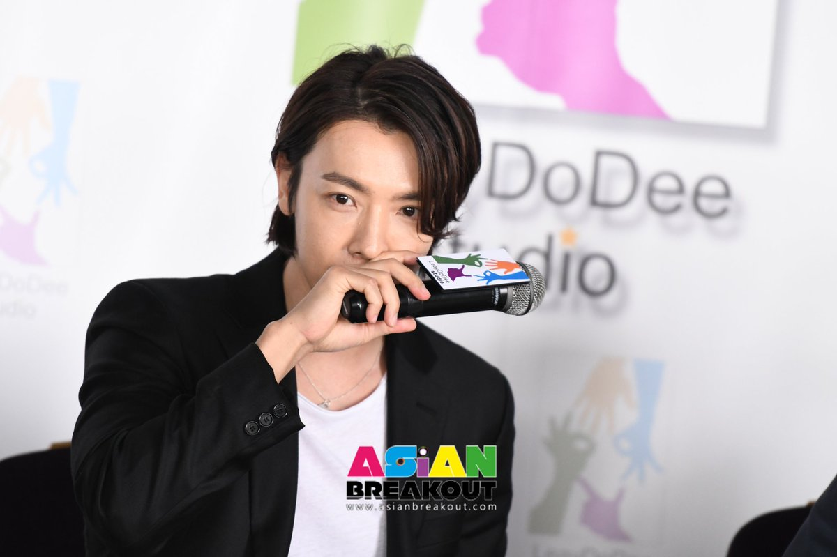 "[PreV2/2] ""อีทงเฮ"" แฮปปี้โดดเล่นซีรี่ส์โปรเจ็คท์ไทย-อเมริกา พูดไทยอ้อนแฟนคลับ ""ดีใจมากครับที่ได้มาประเทศไทย รอติดตามด้วยนะครับ""   #ActorLeedonghaeinThailand #WelcomeDonghaeToThailand  #Leedonghae #SUPERJUNIOR"