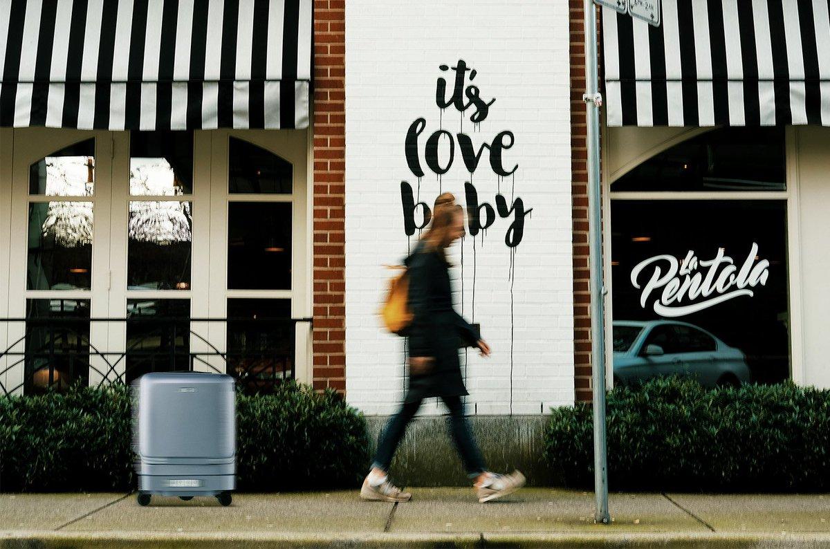 following(Self-driving) Suitcase Airwheel SR5 /valise suivi automatique / Sigue la maleta https://www.airwheel.net/home/product/sr5… #robot #following #follow #citylife #airwheelbag #suitcase #luggage #intelligent #tech #follow #trunk #boot #airport #business #travel #electronic #smart