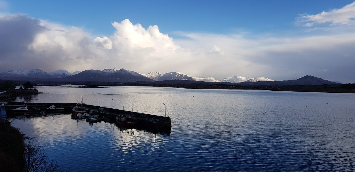 #Roundstone Harbour this morning from #Odowds. Light dusting of snow on the #12Bens & #Maumturks. #Connemara #Galway #RteSea @wildatlanticway