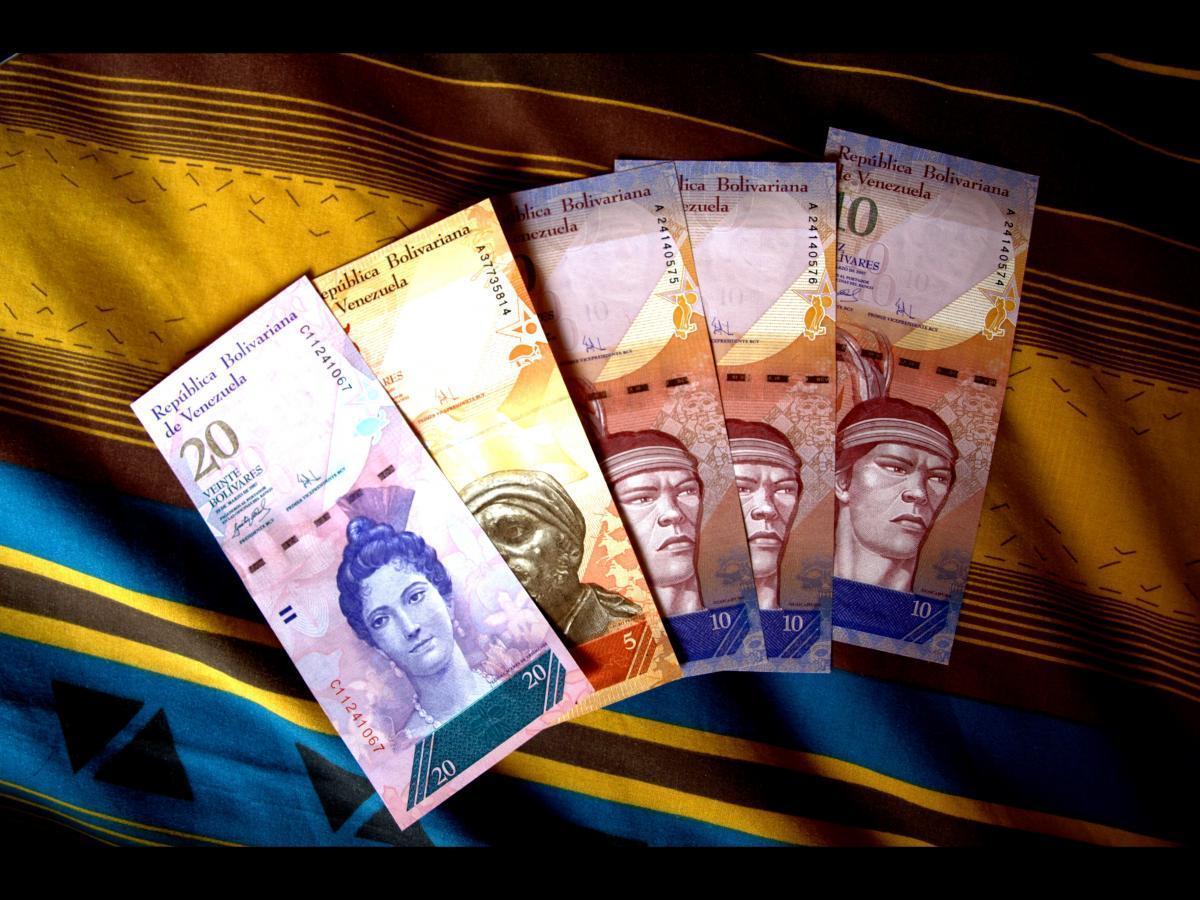 используется венесуэльская валюта фото тело