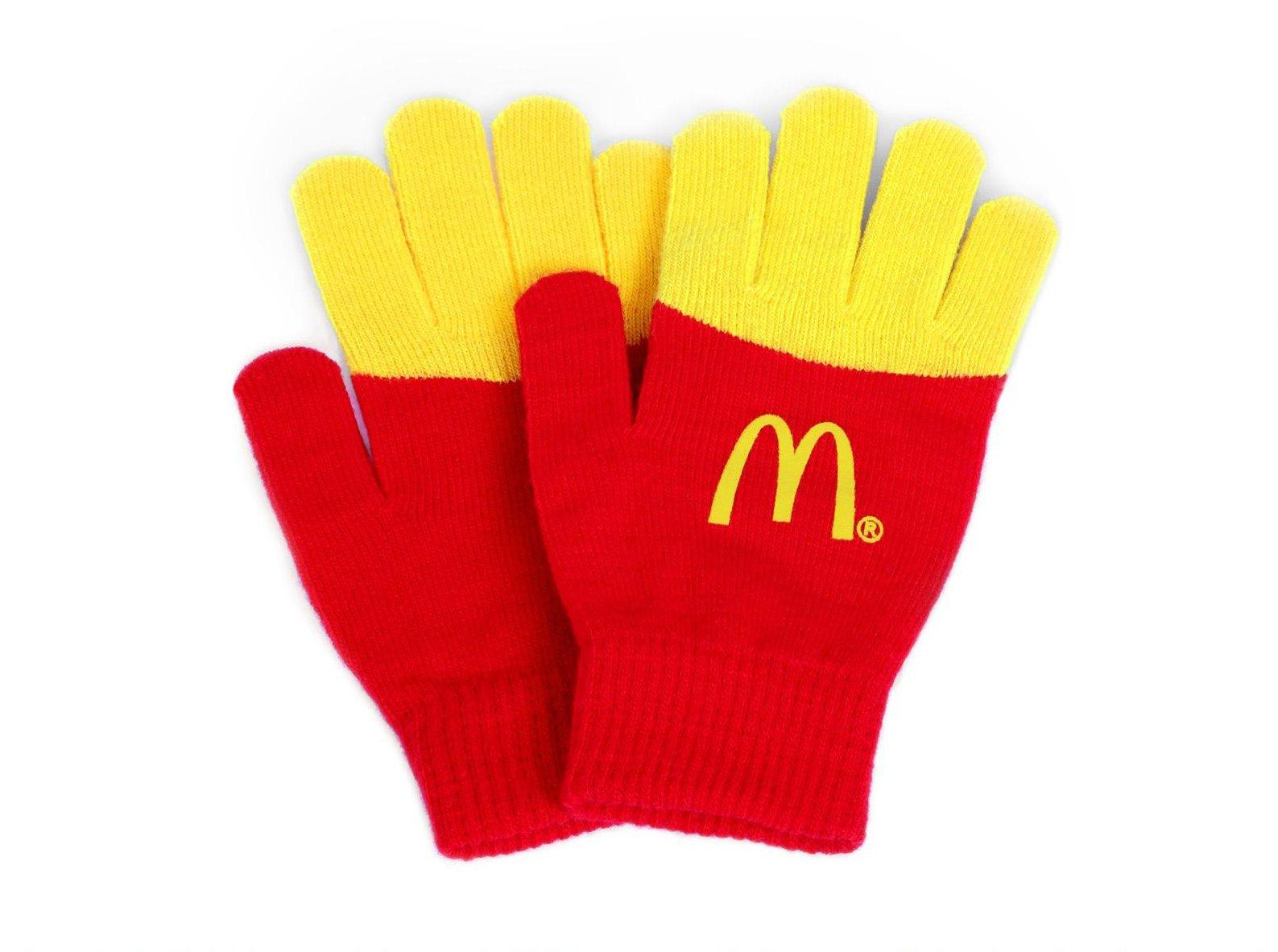 アメリカで配られたマックのポテト手袋、めっちゃ欲しい。こういうグッズをハッピーセットにして親子向けに2サイズ用意したらかなり売れそうな気がする。