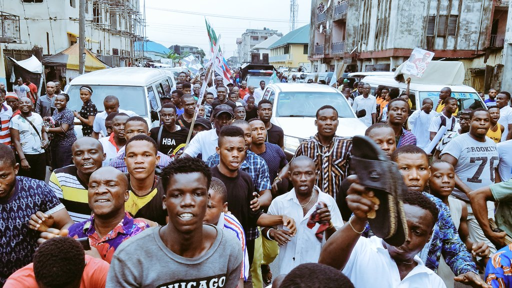 DyFm7HLVsAIvsLd - Aba Residents Ignored IPOB's Call To Stay At Home , Troupe Out In Mass To Receive Buhari (Pictures)
