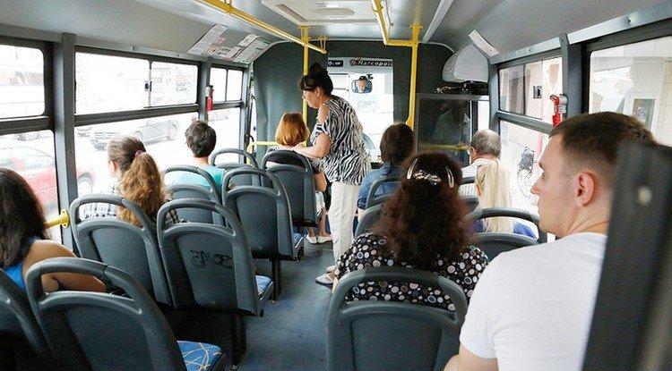 В автобусе при всех #14