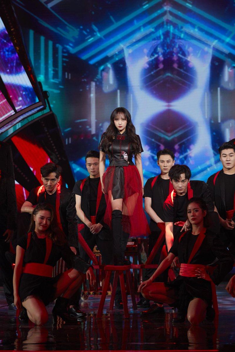 #程潇 | 湖南卫视春晚  #WJSN #CHENGXIAO  @chengxiao_0715 on top!  Not for the faint-hearted😉 A daring yet unforgettable performance✨👌
