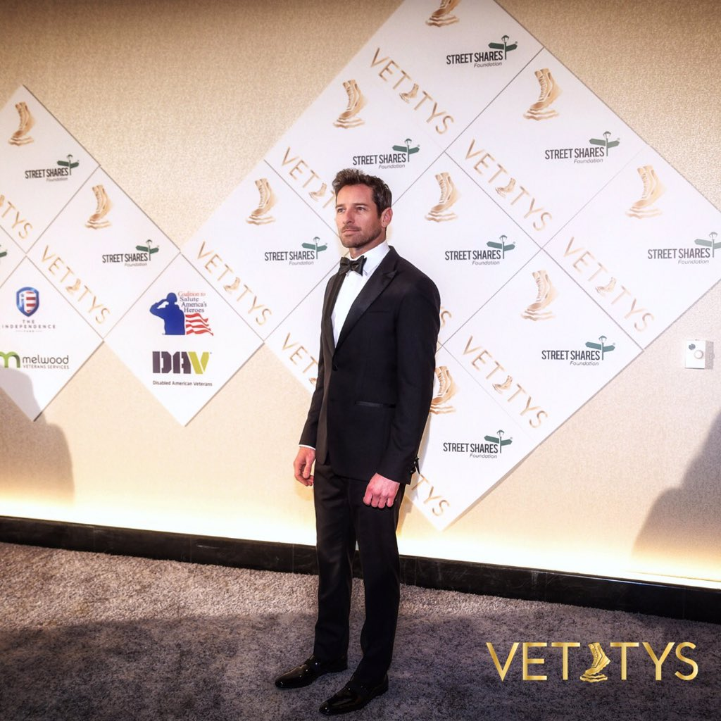 Special thank you to actor @IanBohen for presenting the Employment Award at the #4thVettys to the nonprofit organization, Call of Duty Endowment🇺🇸❤️   #VeteransAwards #IanBohen #veterans #vettys #AUSV
