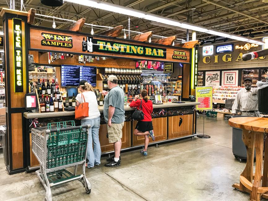 Jungle Jim's named one of the country's best grocery stores for buying beer http://bit.ly/2DGDlDX @JungleJimsMrkt @ratebeer @FairfieldOH @GetToTheBC @eschwartzberg