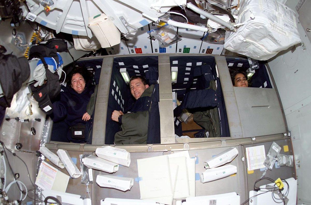 нас свои обломки шаттла в космосе фото освещение сегодня
