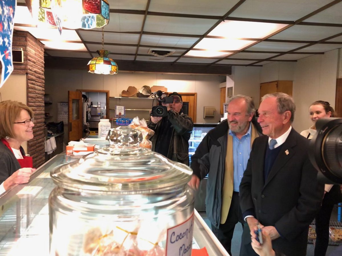 Mikebloomberg With Bill Shaheen At Harveys Bakery In Dover Nh