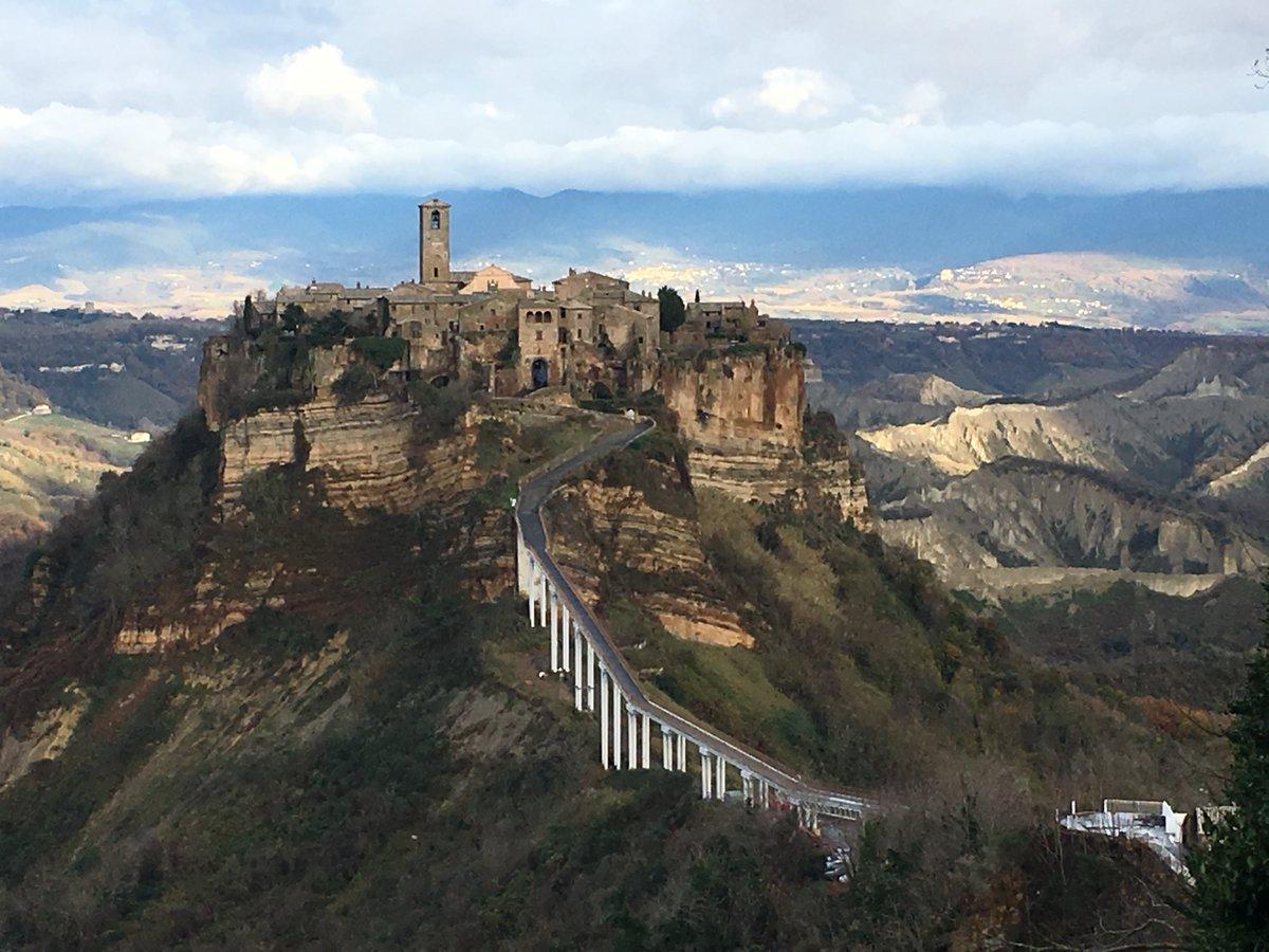 Civita di Bagnoregio, Lazio via @basbusa10 #travel #lazio #italy #beautyfromitaly https://t.co/7dzRuABSjZ
