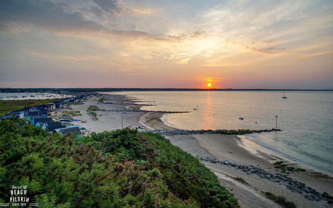 Fabulous sunrise location from Hengistbury Head overlooking #MudefordSpit and #Christchurch Bay... #LoveXChurch   : IG/ Beach Pilgrim  #Dorset #VisitDorset #Travel #christchurchharbour #Mudeford #HengistburyHead<br>http://pic.twitter.com/i2glVxJdEO