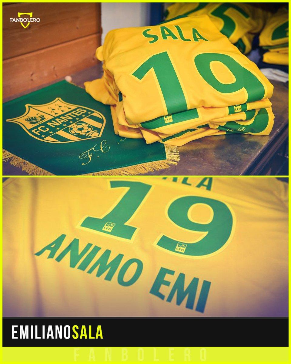 Todos los integrantes (staff, jugadores y cuerpo técnico) del Nantes usarán una playera en homenaje a Emiliano Sala en el partido de mañana frente al St. Etienne 🙏🏼⚽️🇦🇷 #EmilianoSala #PrayForSala #FCNantes #Ligue1 #SiganBuscandoaEmiliano