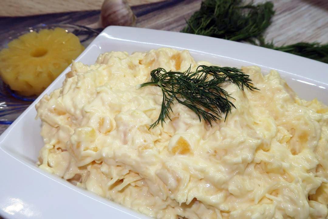 Салат с сыром и ананасами и чесноком картинки