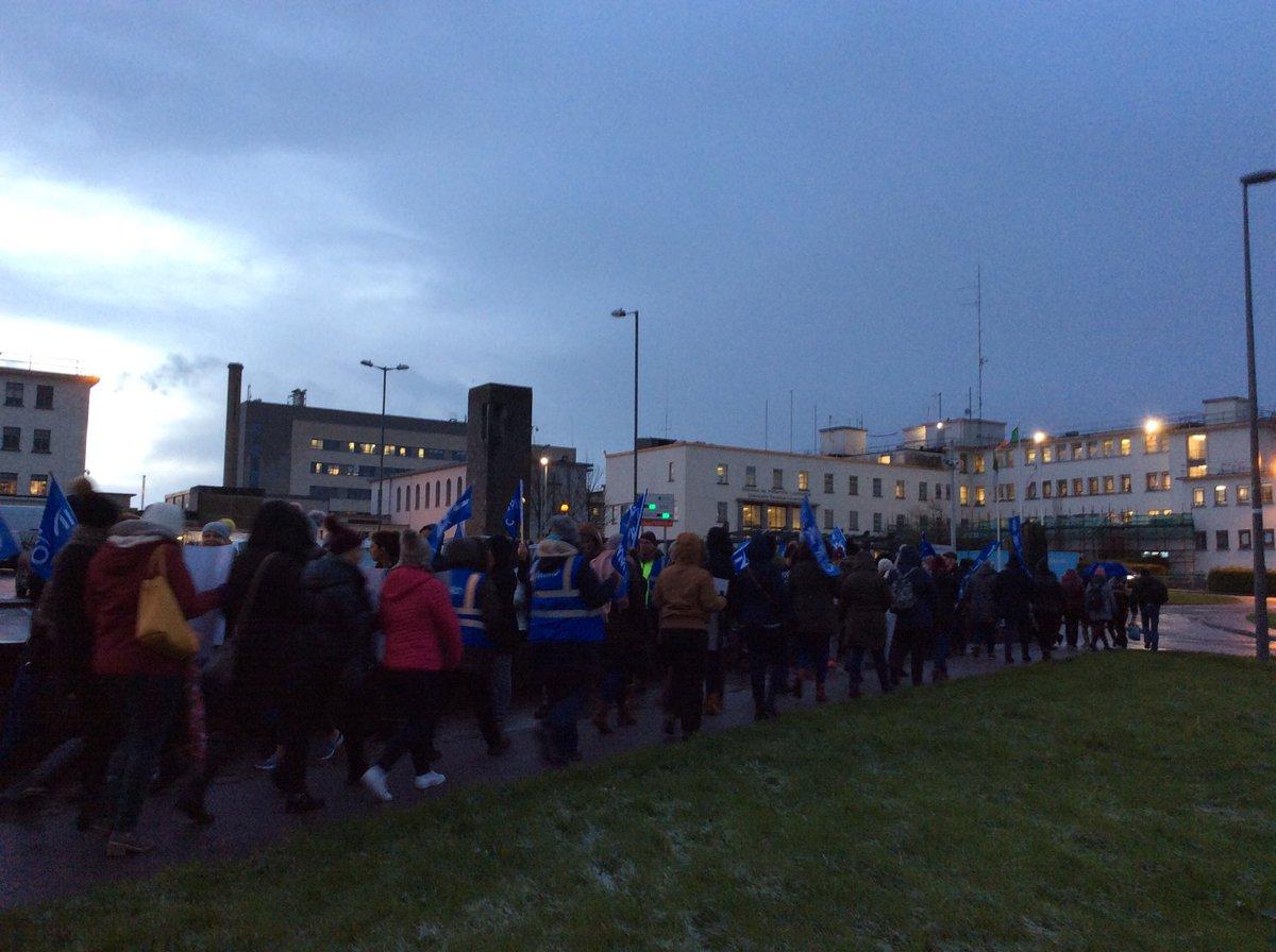 Over 100 nursing staff on picket line at University Hospital Limerick @rtenews #strike #nurses #uhl