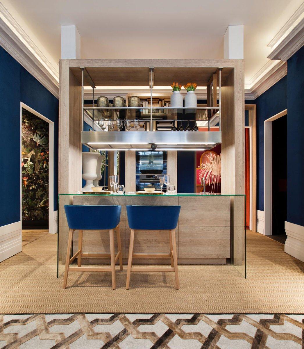 @CasaDecor ; Espacio FRIGICOLL diseñado por @manuelespejome. Material de  Grupo ALVIC. Maravilloso salón - cocina, con el sello indiscutible y elegante de Manuel Espejo. Gracias por confiar en @ALVIC_ESP para la fabricación de los muebles.  #KWCmarketingexperience