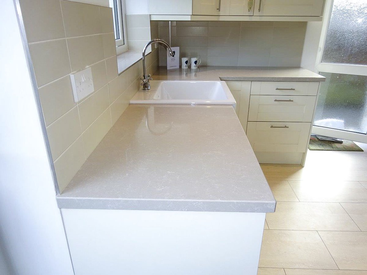 Mr & Mrs J didn't want a new kitchen. So they opted to just change the worktops.  What a brilliant finish to the existing kitchen these new surfaces have offered! #cardiffmarble #cardiff #kitchen #quartzworktops