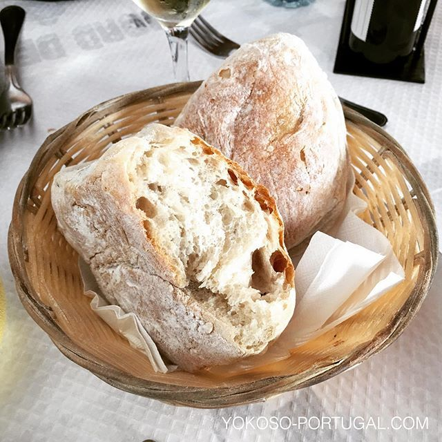 test ツイッターメディア - しっとりフワフワなパンも良いですが、ポルトガルのずっしりしていて、噛めば噛むほど味が出る田舎パンも美味しいです。 #ポルトガル https://t.co/eKmQcCaoLs