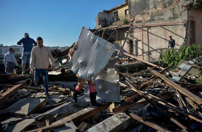 Four dead, 195 injured in #Havana #tornado https://t.co/E12GpSpphe