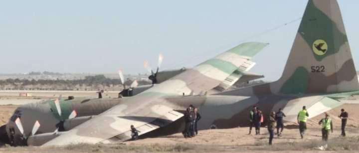 """إصابة إسرائيليين إثر تحطم طائرة عسكرية داخل قاعدة """"نيفاتيم"""" DyJtq_vX4AAqheq"""