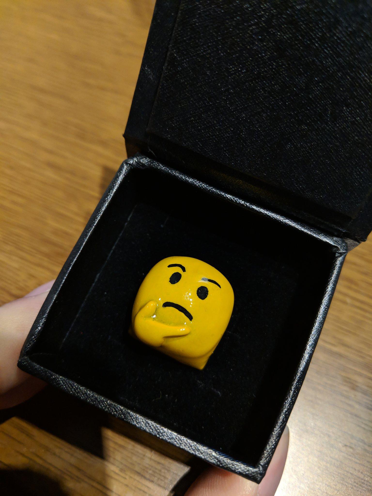 夫が指輪っぽい小さな箱をうやうやしく差し出し開いたので、まさか結婚指輪か!?となったら中身はこれでした