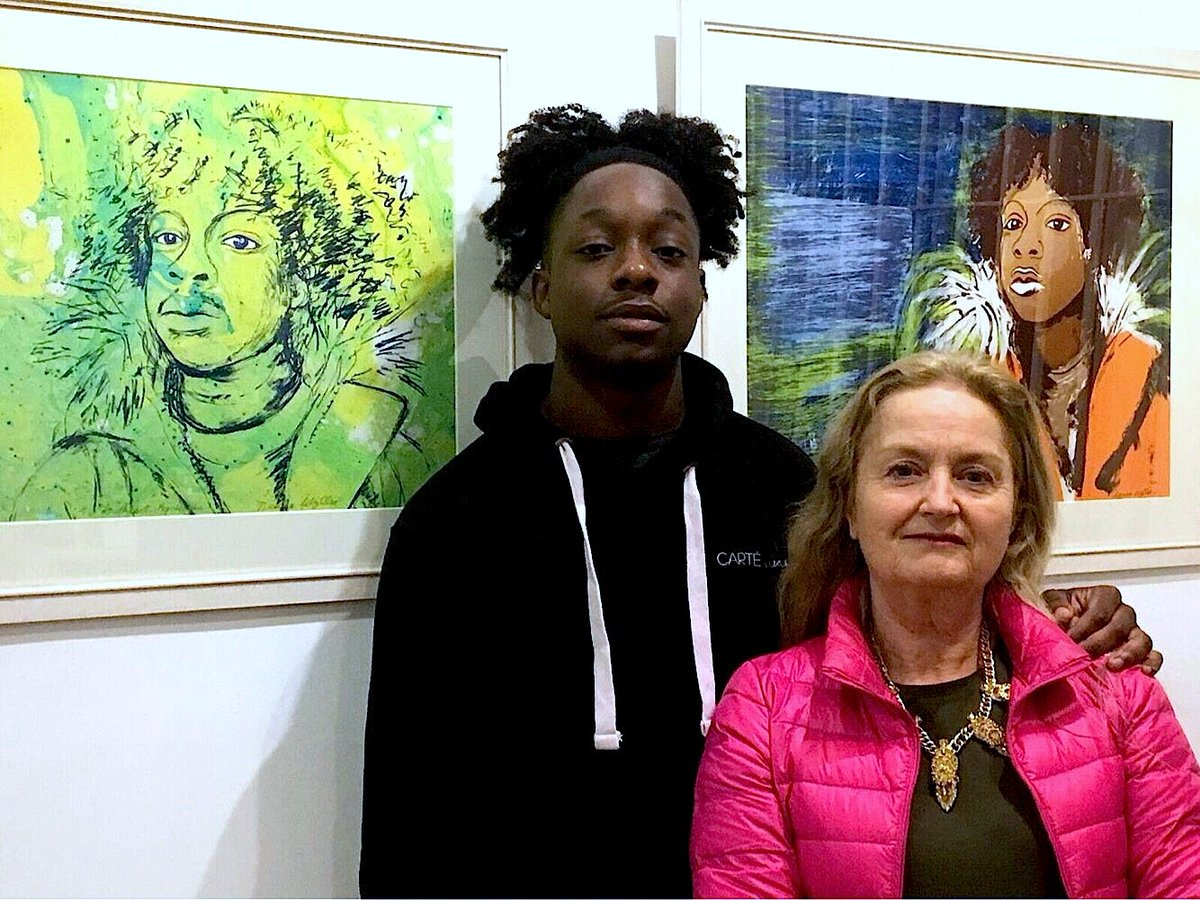 Denise Wyllie's Being Together series of #screenprints will be exhibited at @espaciogallery until 3 Feb. @ArtistWyllie is photographed with the model she used for these #silkscreen prints - a young fashion designer called Cuthbert. #art #exhibition @Hahnemuehle_UK @Hahnemuehle
