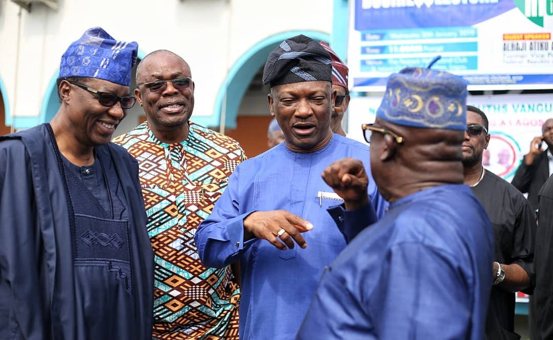 DyKVuSqWoAEJCF6 - #AtikuInLagosAgain#: The Children Of Corruption And Their Father Of Corruption Attended Lagos Island Club To Deliver A Speech, Today. – Could Nigerians Be Referring To These Stakeholders That Were In Company Of Atiku During The Summit??? (Pictures)