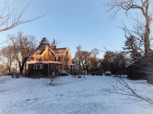 It's podcast day! It's a snow day! It's a very, very cold day. . It's also a new day. A fresh day. A never-before-seen day. . #amaplehurstwinter #outoftheordinarypodcast http://bit.ly/2G8k2VEpic.twitter.com/yCNHeS6vOE