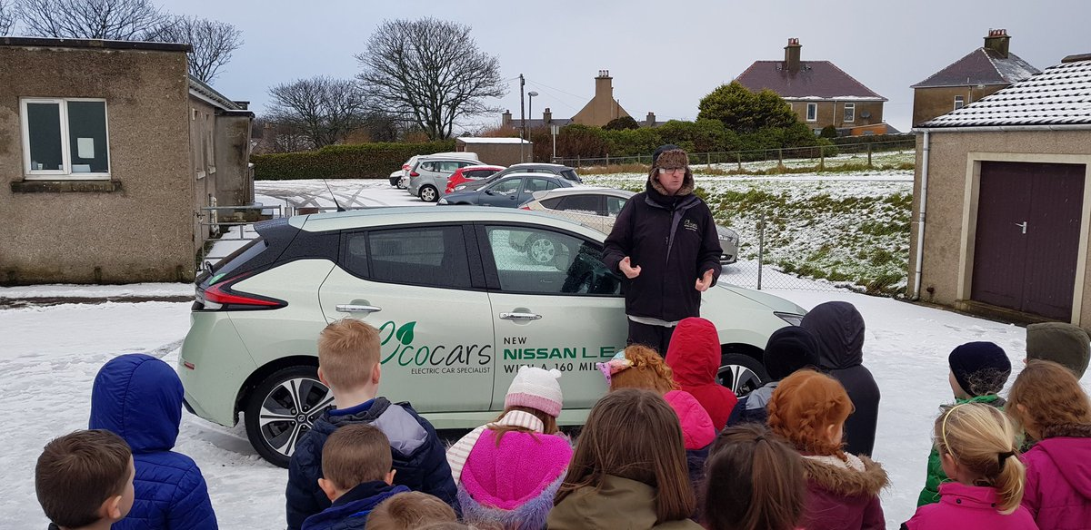 Helping 5/6 year olds understand what they'll be driving in 12 years time ! #ev #renewables #orkney @bobbyllew @FullyChargedDan @KateFantom