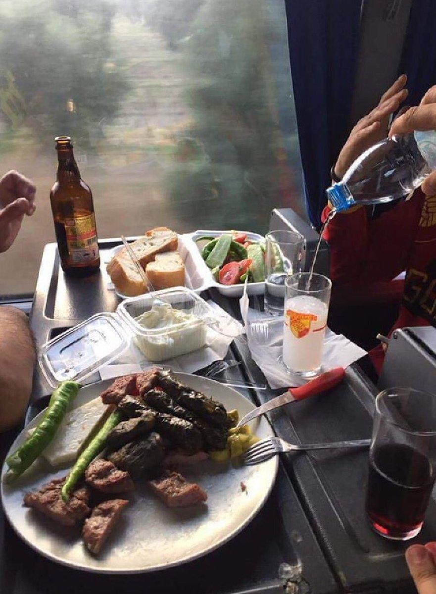 Seninle deplasman otobüsünde  şöyle başbaşa romantik bir yemek yiyebilirdik yine de sen bilirsin. #Göztepe