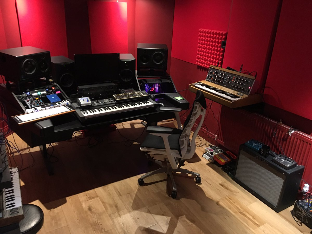 Been a while since it's been this tidy in here, thanks @computermusicuk